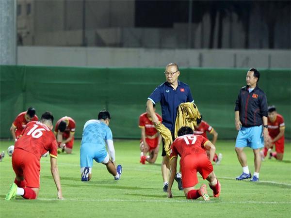 Tin bóng đá Việt 5/10: HLV Park tung hoả mù để lừa Li Tie